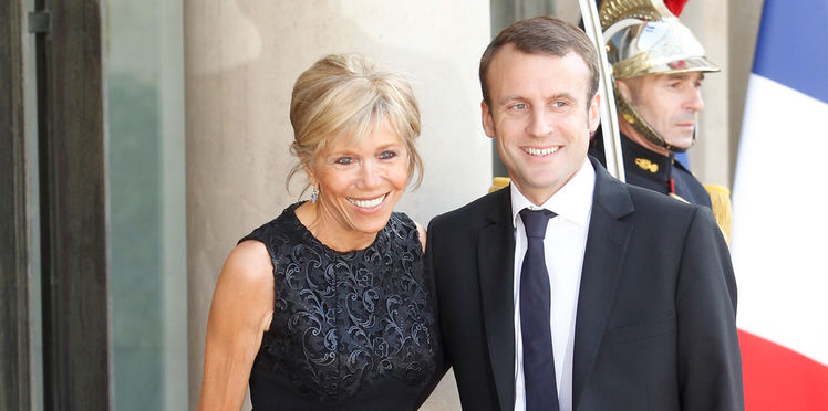 макрон с женой