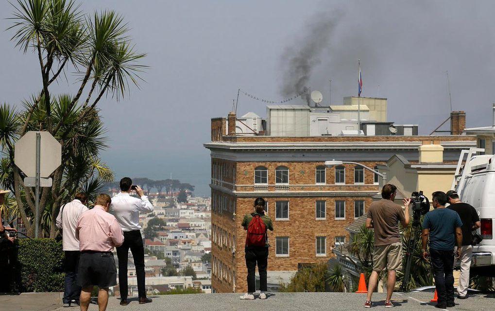 консульство в дыму