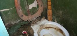 грязный унитаз-2