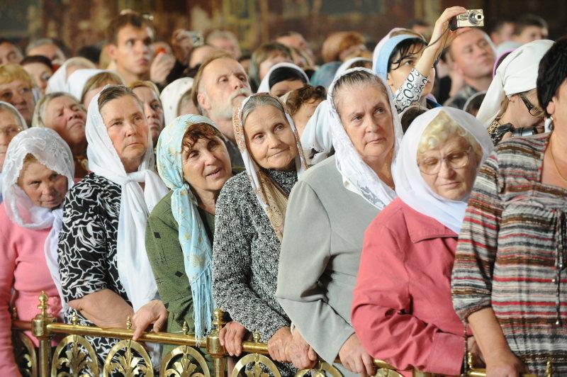 бабушки в церкви