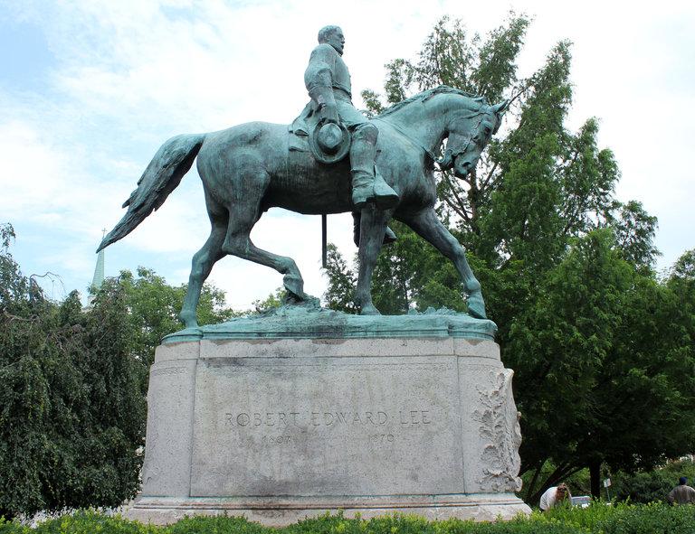 статуя генерала ли