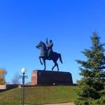 Конный памятник К.Е.Ворошилову в Луганске
