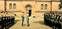 1 августа 1987 года. Церемония смены советского караула на американский. Последняя смена караулов Шпандау. До убийства Гесса осталось 17 суток.