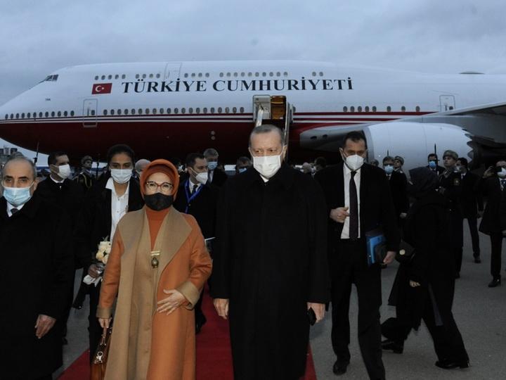 Эрдоган прибыл в Баку на парад Победы