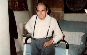 93-летний Рудольф Гесс в камере Межсоюзной тюрьмы Шпандау (1987 год)