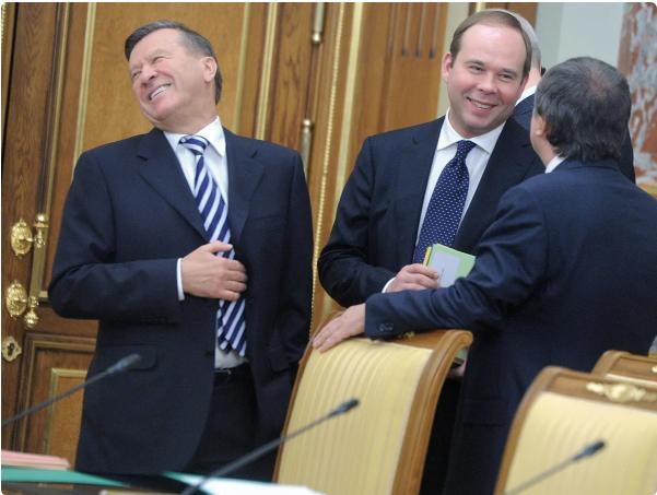 Глава администрации Президента Антон Вайно в центре