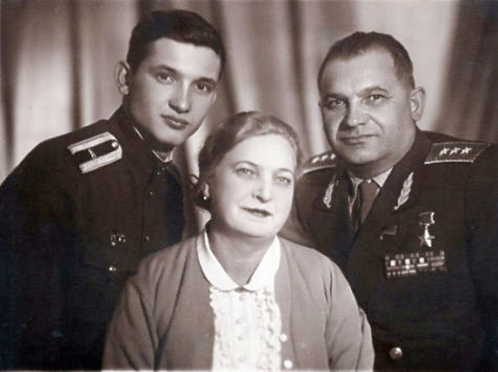 Крейзер с женой и сыном