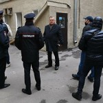 полиция у приемной мельникова